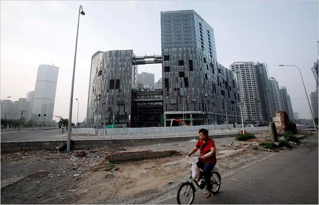http://advisoranalyst.com/glablog/wp-content/uploads/2013/08/china_real_estate_cyclist.jpg